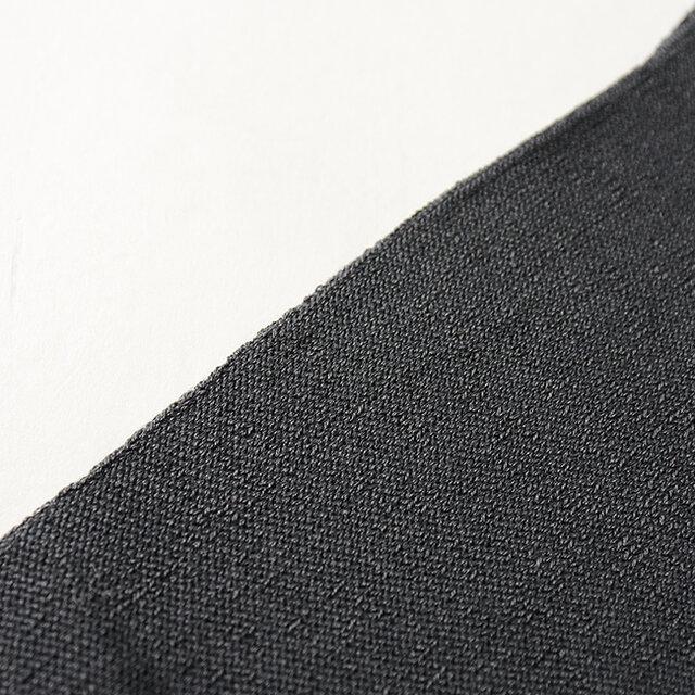薄手で編まれているのでもたつかないのも嬉しいポイントです。