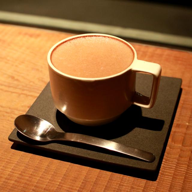 カップに本品を26g入れ、温めた牛乳又はお湯150mlを注ぎ、よくかき混ぜてください。 お好みで濃さを加減してください。また、砂糖、蜂蜜等をたしてもおいしくいただけます。