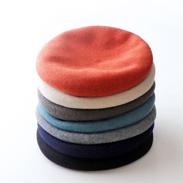 確かな技術の国内の工場で作られたベレー帽です。今年は全7色展開。
